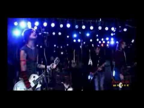 Kill Hannah - Lips Like Morphine - Live on FearlessMusic
