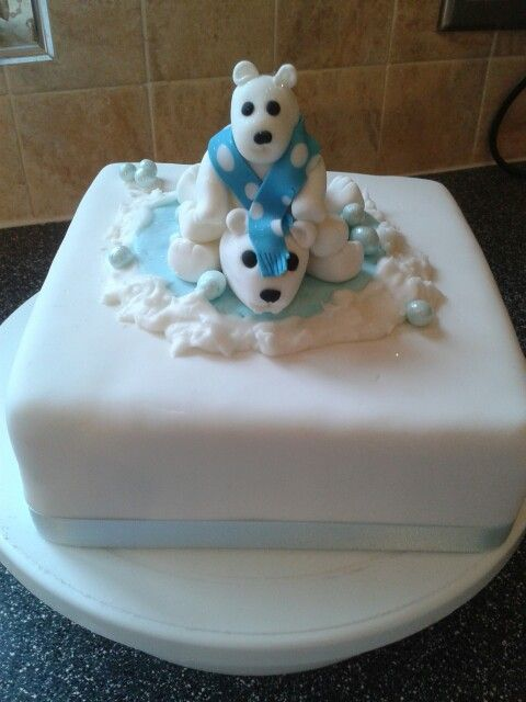 Polar bear  Christmas cake. .