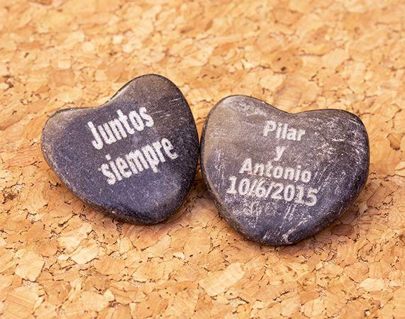 Piedras grabadas con forma de corazón