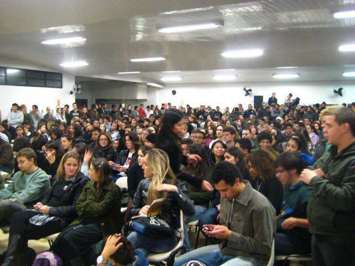 A maior assembleia estudantil da história da UFPR! Greve Estudantil 2012