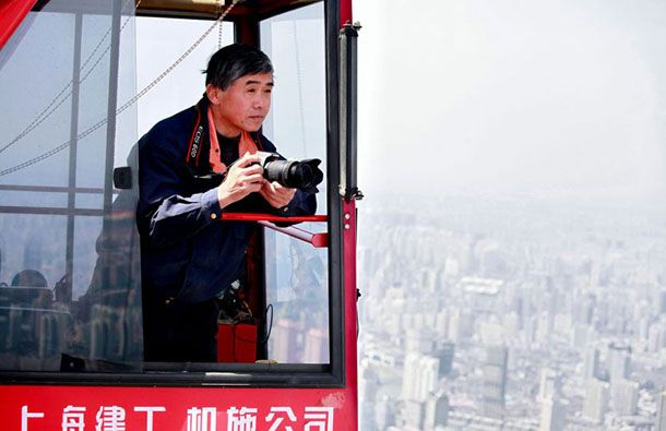 Stunning-Photographs-Of-Shanghai-Tower-By-Wei-Gensheng