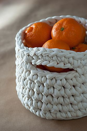 Ravelry: Crochet basket with handles pattern by Lucia Lanukas