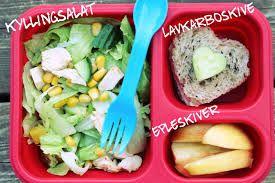 Sallad, apple and a hearty sandwich with a miniheart cucumber -  Sallad, äpplebitar och en hjärtmacka med minihjärt-gurka