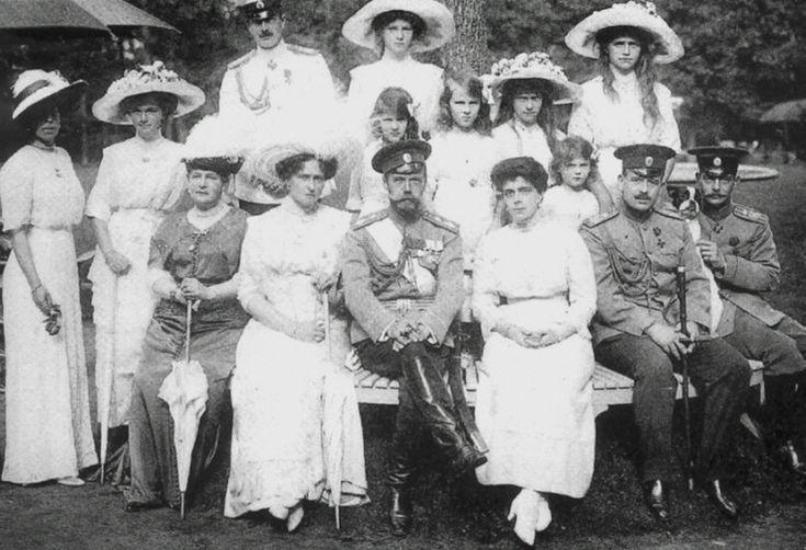 Grand dukes & duchesses, Nicolas & Alexandra in the center, Anastasia & Maria upper right.