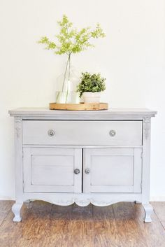 BEFORE + AFTER | washstand makeover | Miss Mustard Seeds Milk PaintMiss Mustard Seeds Milk Paint