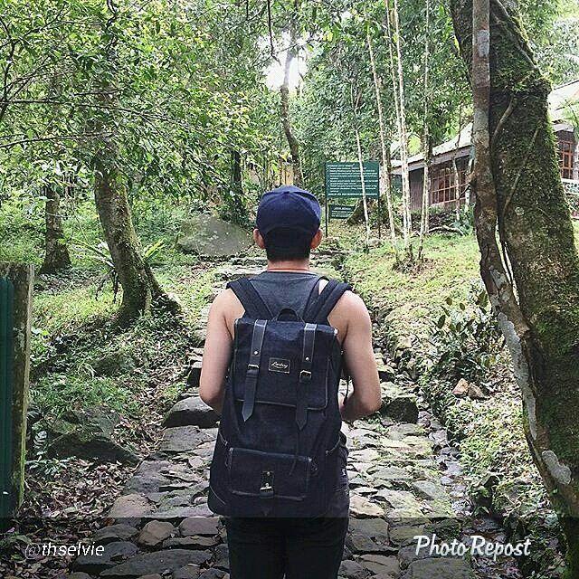 Foto tas Lomberg Malacca Black di Gunung Pangrango by @thselvie  #tasransel #tas #tasranseljeans #ransel #ranseljeans #tasranselmurah #ranseljeansmurah #tasranselcowok #esgotado #visval #tasranselpria #jansport #tasranselsablon #jeans #tasranseljeansmurah #ootdindo #tascewe #visvalbag #bonjourbag #tasranseljeansmurahbanget #tasbahanjeans #taskerenmurah #ootdindonesia #eiger #denim #tasdistro #tasjeans #ranselcowo #lombafoto #instalike