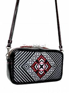 Skórzana torebka GOSHICO z haftowanym frontem do ręki i na ramię http://torebki.pl/skorzana-torebka-goshico-z-haftowanym-frontem-do-reki-i-na-ramie-277.html