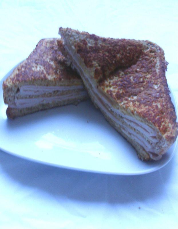 """Sandwich monte cristo - A l'époque il s'appelait """"sandwich français"""" en référence au Croque monsieur et au pain perdu qu'ils appellent French toast."""
