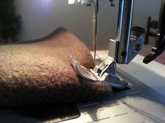 astuce géniale pour coudre les surépaisseurs de tissu à la machine :)