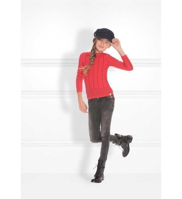 Nik and Nik skinny jeans Fiona. Deze five pocket jeans heeft scheuren bij de knie, een ritssluiting en de taille is verstelbaar met een knoopsgat elastiek. Nieuwsgierig naar de rest van de collectie Nik & Nik meisjeskleding? Kijk direct in onze online shop https://www.nummerzestien.eu/nik-and-nik/meisjes/