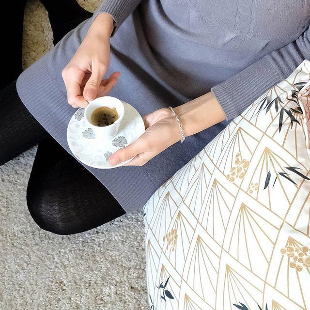 Cala il freddo, ma il cuore si riscalda ☕ buona domenica! 💛  As the cold falls down, the heart warms up ☕ Wish you a cozy Sunday! 💛  #homeliving #homefurnishings #ecofriendly #sustainability #sostenibilità #homedecor #naturalfabrics #sunday #tessutinaturali #cuscini #cuscino #pillows #cushions #pillow #cotone #cotton #cotonenaturale #naturalcotton #design #estetica #aesthetic #fashion #moda #arredamento #arredo #italianblogger #decor #greenpower #coffee #muskadecor