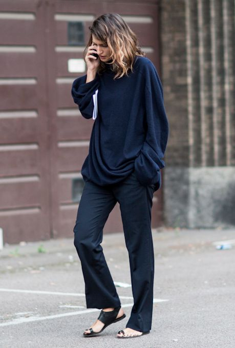 Slouchy in an oversized top, loose pants & flat sandals #style #fashion #streetstyle #wavyhair #ombre
