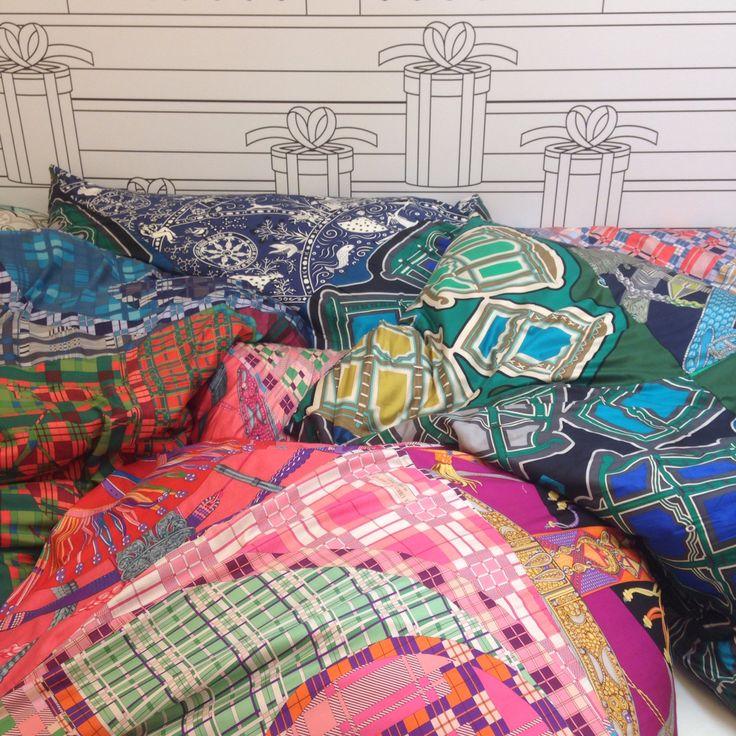 Hechos con trozos de diferentes pañuelos y foulares de Hermès