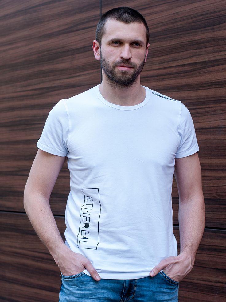 Хлопковая футболка белого цвета из тонкого мягкого трикотажа станет идеальным дополнением для создания образа в стиле Casual Style