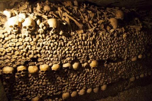 Число «обитателей» катакомб Парижа почти в три раза превышает число парижан, живущих наверху — здесь захоронено почти 6 миллионов трупов
