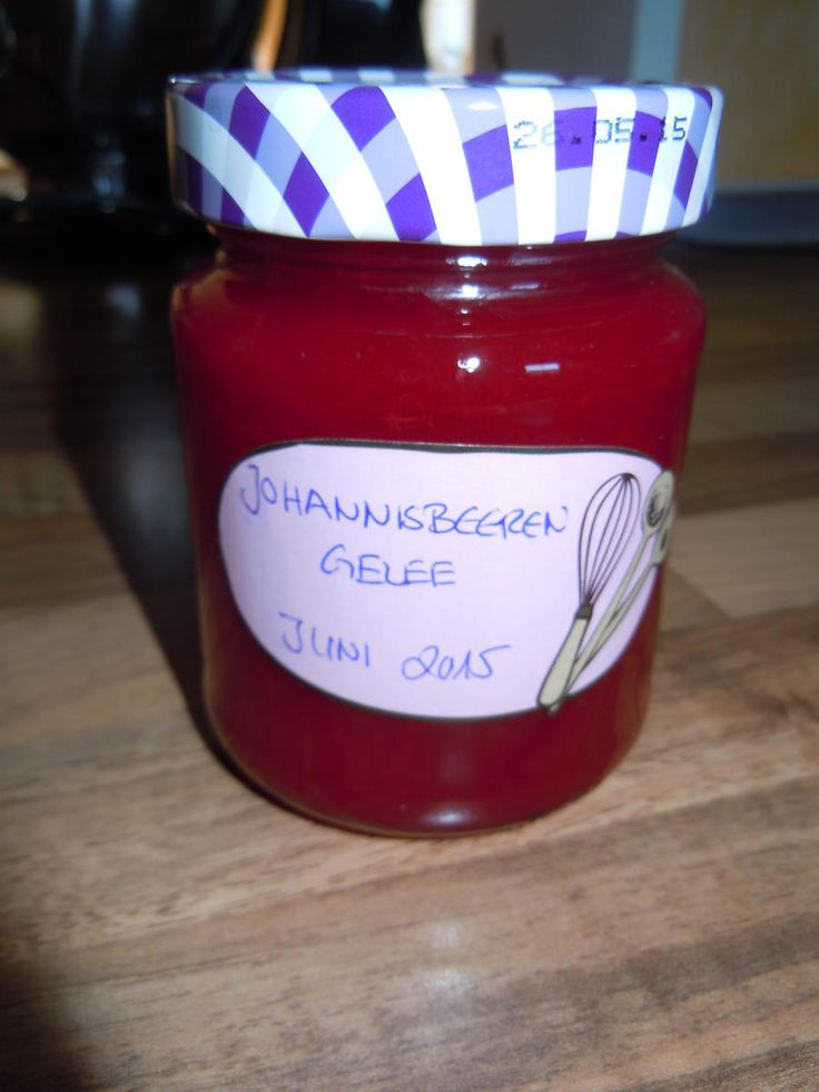 Das perfekte Rotes Johannisbeeren Gelee-Rezept mit Bild und einfacher Schritt-für-Schritt-Anleitung: Gläser und Deckel heiß ausspülen.Johannisbeeren…
