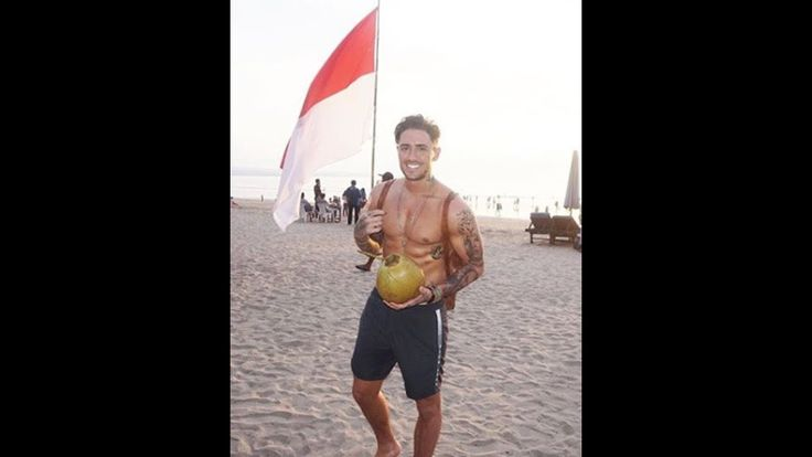 Charlotte who? Stephen Bear moves on from Crosby woes in epic style