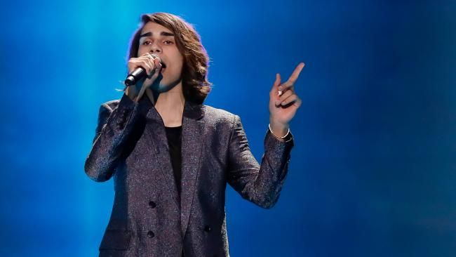 ISAIAH Firebrace took his first spin around on the giant turntable prop he will ride during Eurovision 2017 — scoring favourable reviews from his competition and commentators.