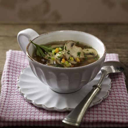 Klare Pilz-Gemüse-Suppe