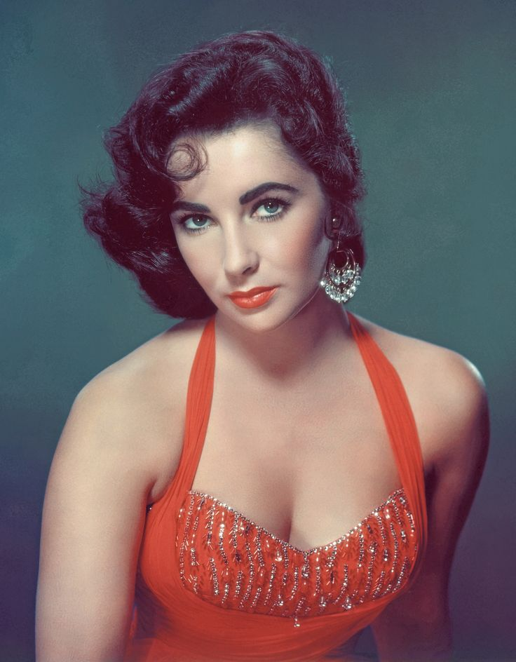 Elizabeth Taylor - i know its cliché, but she is just so effortlessly beautiful