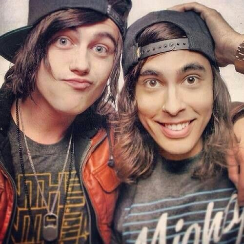 Vic and kellin Quinn I'll marry you both and we'll all live happily ever after kay? kay.