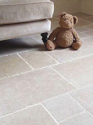Prachtige verouderde natuursteen dallen, geschikt voor intensief gebruik Castile limestone verouderd dikte 2cm afmeting groot Romaans verband