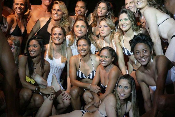 Todo o elenco do Santos posou para fotos após o desfile. Vinte e seis atletas posaram para as lentes do fotógrafo Paulo Shibukawa no começo do mês