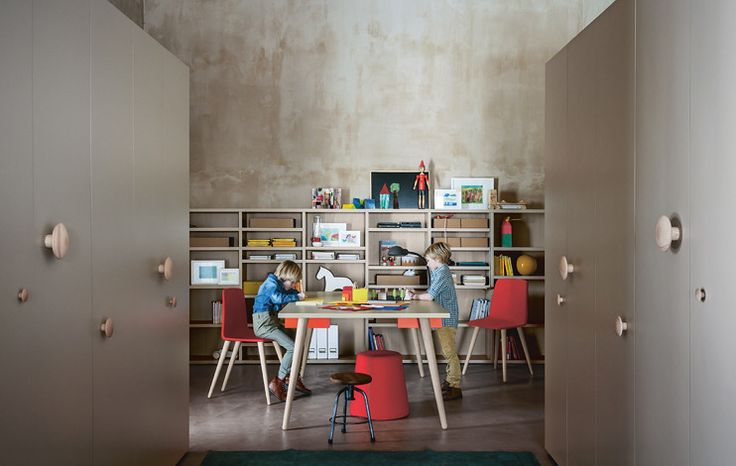 Woody Desk - a canapa-coloured desk on cenere woody legs and pomodoro swinging tray. #Nidi #nididesign #design #interiors #furniture #kids #kidsbedroom