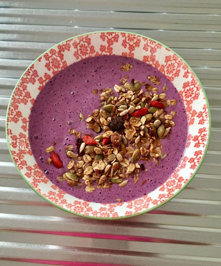 ..... and another Smoothie Bowl 🍉 This time Blueberry, Banana & Almond with Homemade Granola 😋