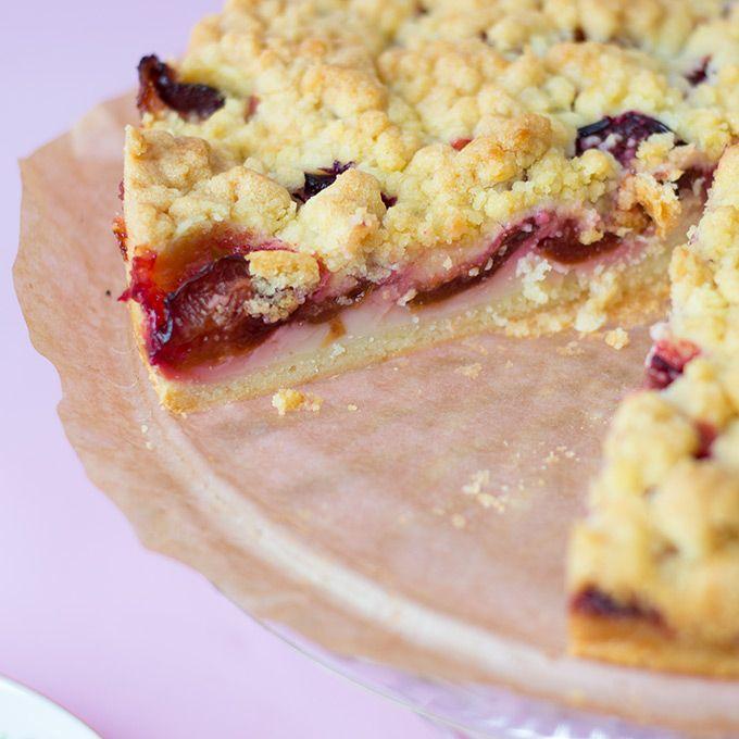 Veganer Pflaumenkuchen mit Streuseln und Pudding