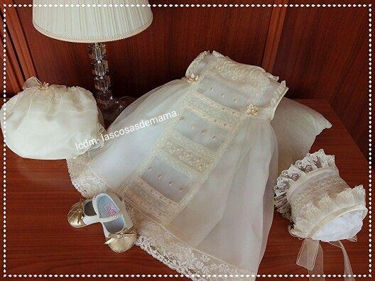 Vestido bautizo bordado  y hecho a mano.