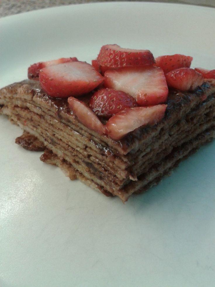 Pannenkoekentaart recept - Pannenkoekentaart zelf maken met Nutella en aardbeien
