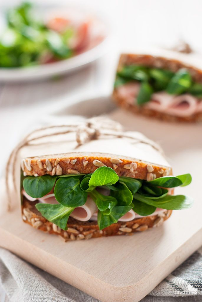 Kanapka z chleba orkiszowego z polędwicą z indyka i roszponką | lunchboxodkuchni.pl