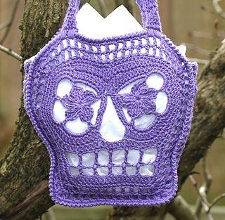 2013-08-25_skull_bag_029_small2...free pattern for this Sugar Skull trick or treat bag!