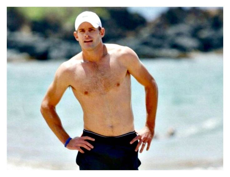 Andy Roddick, I totally love his natural body. He is soooo sexy