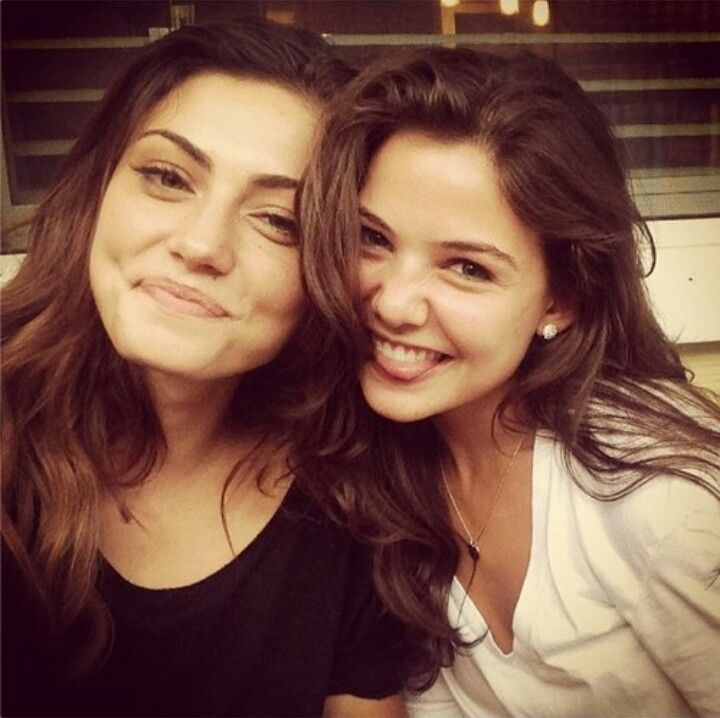 Danielle campbell and phoebe tonkin - photo#1