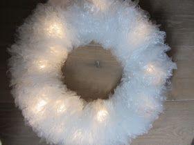 Vorig jaar tijdens de Kruizerfair was hij al gesignaleerd, maar dit jaar werd hij pas ongekend populair: de Kruizer Kerstkrans.   Een witt...