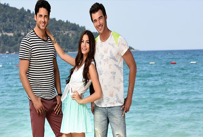 Çilek Kokusu Final Yapıyor! - Star TV ekranlarında yaz aylarında çarşamba günleri yayınlanmaya başlayan Çilek kokusu 23. bölümüyle final yapıyor.