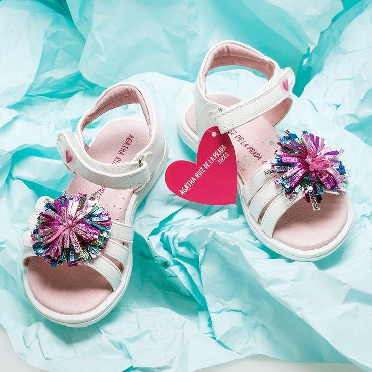 Άνετα αλλά και χαρωπά, τα πεδιλάκια #AgathaRuizDeLaPRADA αποτελούν την καλύτερη επιλογή για τις μικρές σας πριγκίπισσες!