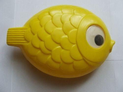 Oder dieser Fisch als Spielzeug in die Badewanne. | 31 Spielzeuge, an die sich wirklich nur Ostkinder erinnern können