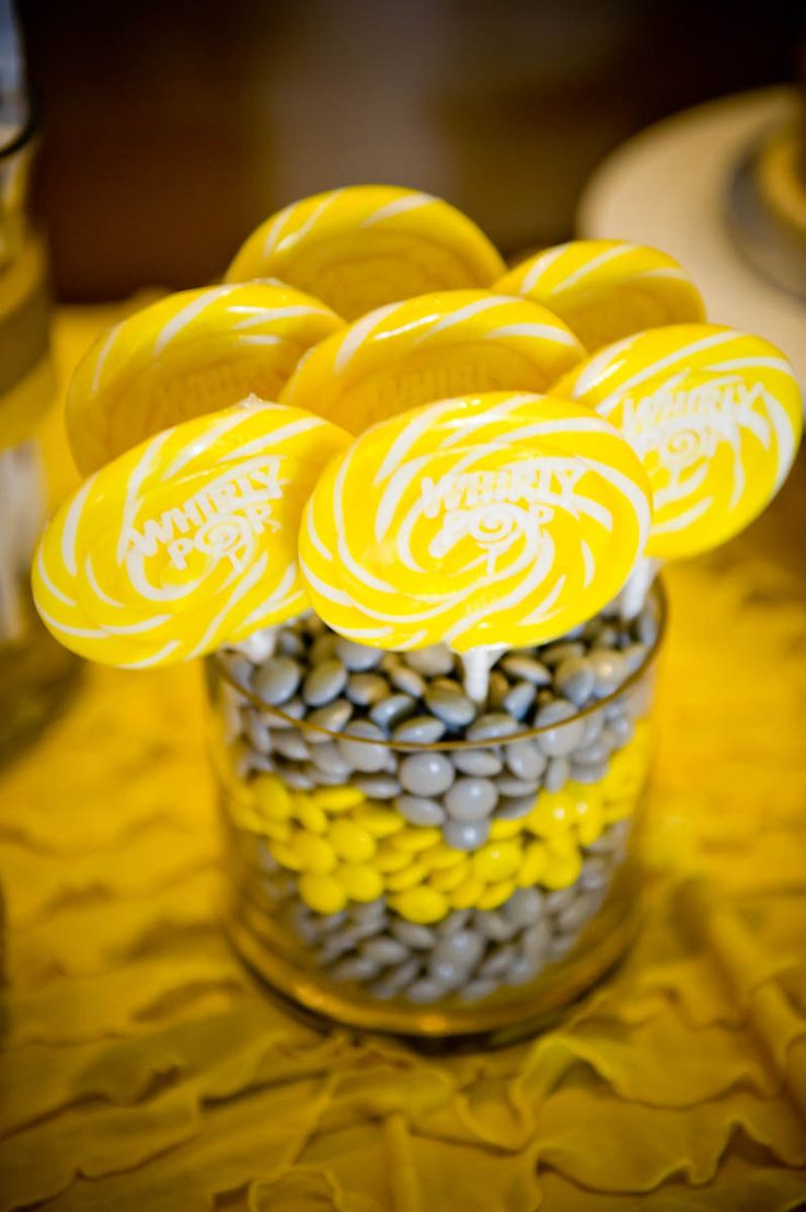 The contrasts of the yellow and grey candy would make a bold eye catching statement at any kids construction party.