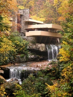 Love the Frank Lloyd Wright Style on this house. The water adds a great dimension the the already incredible architecture seen here. Look at this house, it is so beautiful, the rill seems come out of the house. the color of the house similar to the color of the trees. makes it becomes one part of the the forest.