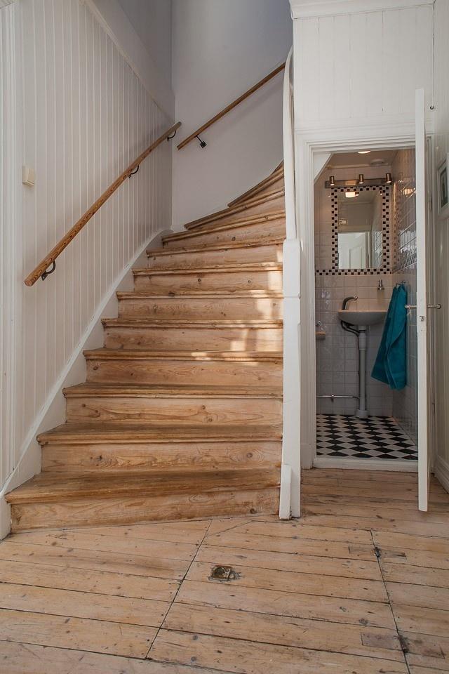 Toalett under trapp