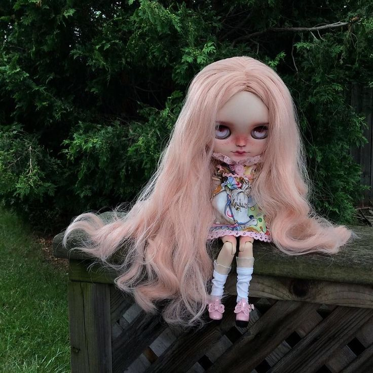Ally is here! She is customized by @unniedolls -Thank you Kata!   I love the pink sweetness of her hair along with this fierce expression.    #eenieq #blythe #blythestagram #doll #dollfashion #dollphotography #dollstagram #toyphotography #blythedress #ootd #sewingsfordolls #artdoll #sewing #sewinglove #sewingaddict #customblythe #unniedolls #circus #carousel #pink #handmade #instadoll #kawaii #dollcollector #blythedoll #customblythe #creativelife #instamood #lovethelittlethings