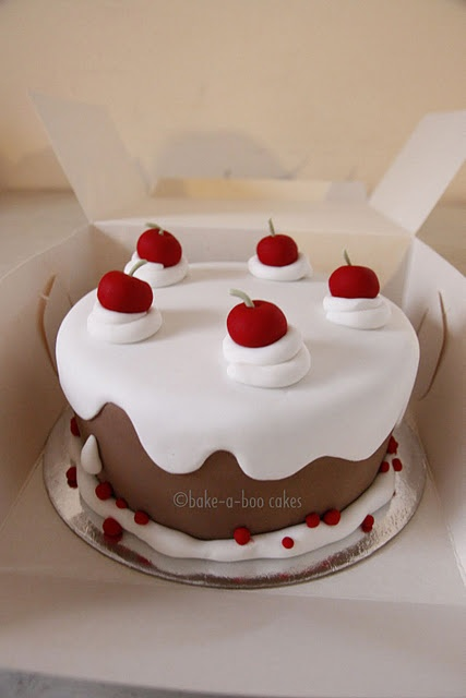 Fondant cake to look like a frosted cake