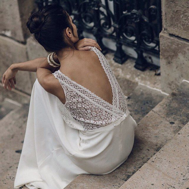 @lauredesagazan never fails to inspire with her chic, ultra feminine designs. Love the dramatic low V back detail of this gorgeous gown from her latest collection. instagram: @nouba_blog