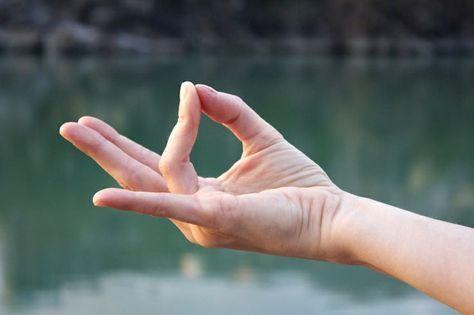 manos curativas tierra