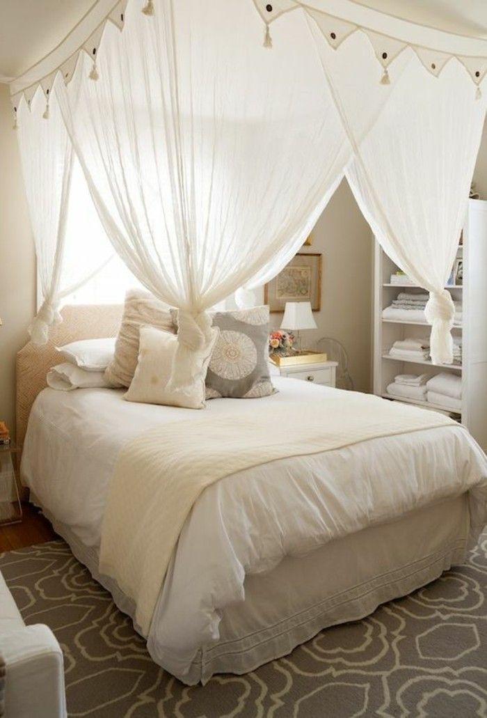 chambre cocooning table de chevet lit baldaquin couverture de lit blanche