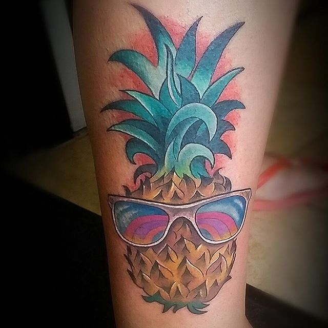 Got to make this summer pineapple on my buddy @feisty.maus_  today! Thanks for turning my bad day around friend ♡ #tattoo #tattoolife #tattooartist #tattoogirls #tattooflash #jendanger #urge2studios #sourcetattoosupply #deathsheadneedles #solabs #hustlebutter #worldfamousink #edmonton #edmontonink #edmontonartist #edmontontattoo #canadatattoo #canadaartist #fuckyeahbud #madeinyeg #yeg #yegart #yegtattoo #pineapple #pineappletattoo
