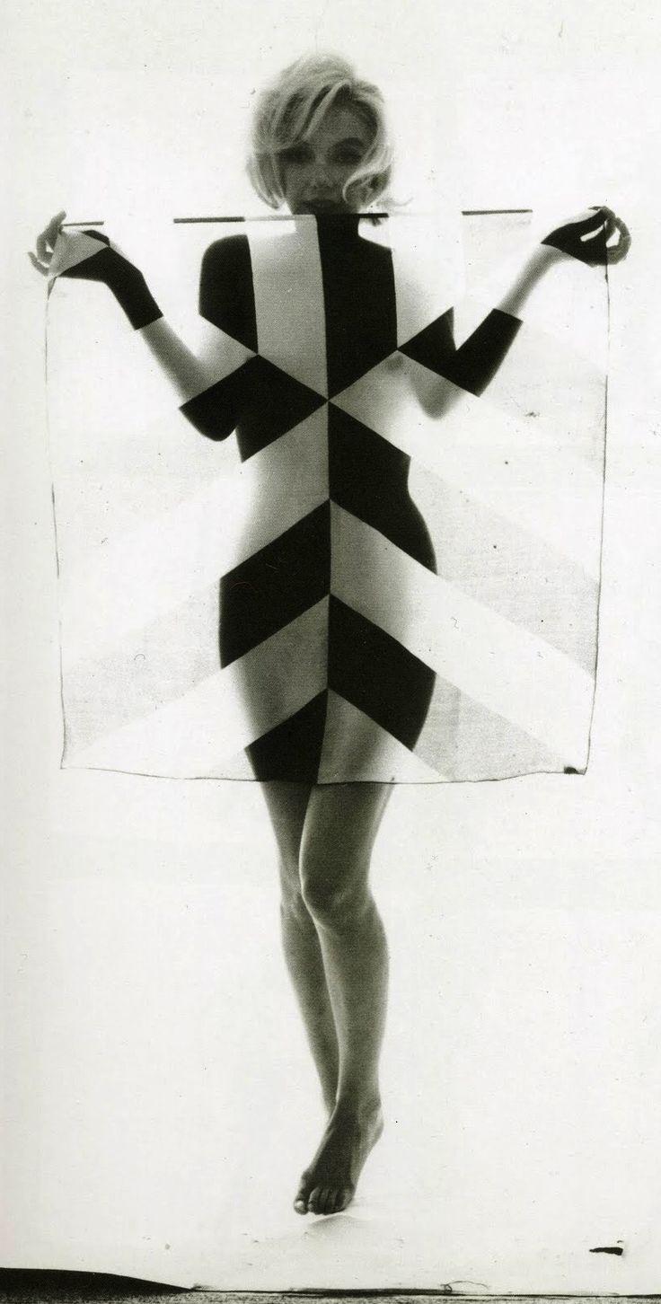 O último ensaio fotográfico de Marilyn Monroe                              …                                                                                                                                                                                 Mais